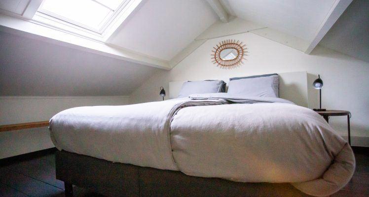 Appartement geel slaapkamer